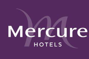 MercureHotels_monochrome_fondaubergine