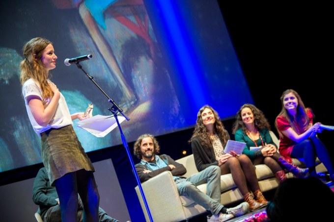 Céline Devaux reçoit le Prix Spécial national sous le regard bienveillant du jury © Sauve qui peut le court métrage, Juan Alonso
